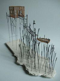 ° cabane du lac (11) fil de fer, tarlatane teintée & céramique (émaillage craquelé) H 23 x 12 x 37 cm