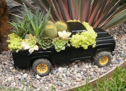 cute succulent planter: Gardens Ideas, Container Gardens, Backyard Plays, Old Trucks, Toys Trucks, Cute Ideas, Flowers Beds, Gardens Container, Gardens Planters
