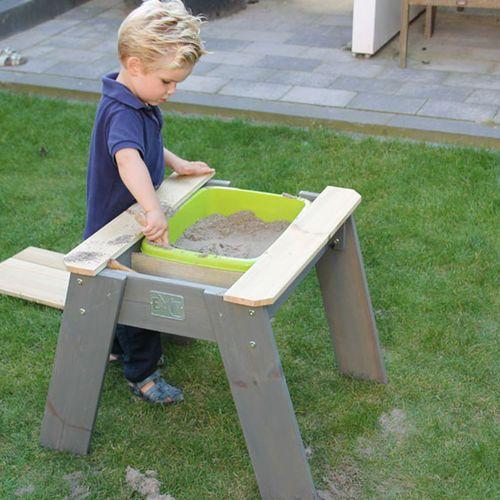 Etsitkö hiekkalaatikkoa lapselle? Exit hiekkalaatikkopöydät ovat todella hyvä vaihtoehto perinteiselle hiekkalaatikolle! Heikkalaatikkopöytä on siirrettävissä ja sopii hyvin pieneenkin pihaan tai vaikka parvekkeelle!  #Hiekkalaatikko #pihaleikit #hiekkalaatikot