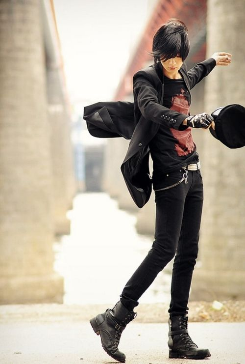 Don't know who, but looks pretty awesome.... And i found him. He's Won Jong Jin, model :D
