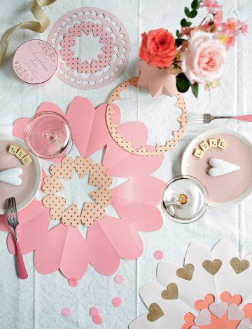 Saint Valentin : une centre de table en papier  - Valentine's Day : DIY paper decoration - Marie Claire Idées