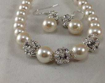 Items similar to Chunky Pearl necklace ~ Brides necklace ~ Swarovski pearls and crystals ~ Bridal jewelry ~ Statement necklace ~ 2 strand ~ Pearl necklace on Etsy