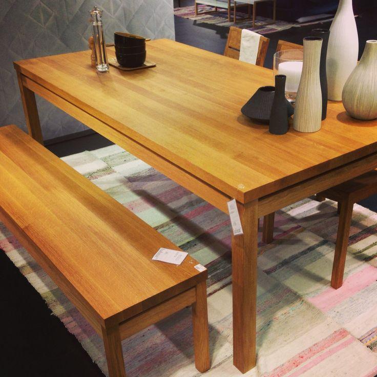 Med en bänk vid matbordet kan fler få plats, smart! Massello bänk 180cm, 3.800kr. Bord 200x100x76 10.900kr. #habitatsverige #bord #bänk
