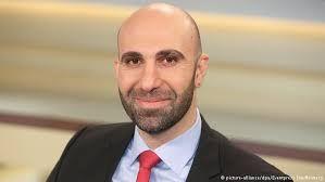 6. Ahmad Mansour: Auch wenn es groß klingt: Erst dann wird die Sonne d. Aufklärung auch für uns aufgehen. Und damit wird sich e. Tages die Frage nach Integration erübrigen. Denn dann sind auch Muslime demokratische Welt-bürger. Keiner von uns ist weniger klug & fähig, als ein Mensch im Westen. Wir haben jedes Recht auf Freiheit & Demokratie.