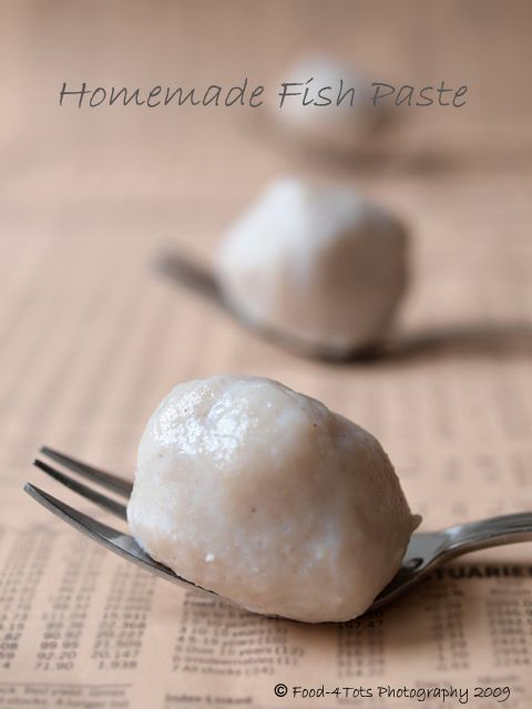 This is how springy fish ball is made! First, make the fish paste and it can be use to make springy fish ball or mix with ground pork to make super delicious meat balls. I got to find some mackerel fish...
