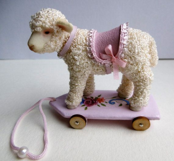 Dollhouse toys 12th scale pull along lambs. Dollshouse