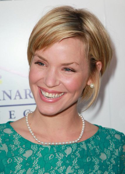 Ashley Scott Hair ... hair tucked behind ears, length of back, shorter bangs ... all stuff I like .. prob lack of layers will make me crazy with flopping over eyes and cowlick crazies, tho?