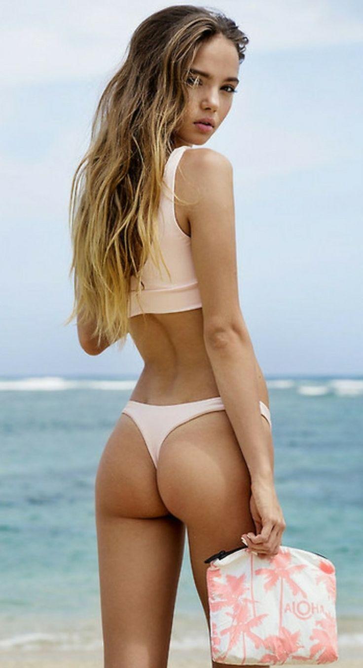 Mädchen nackt am strand
