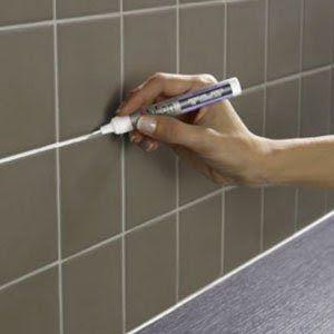 Une peinture en stylo pour refaire les joints de carrelage - Salle de bain peinture ou carrelage ...
