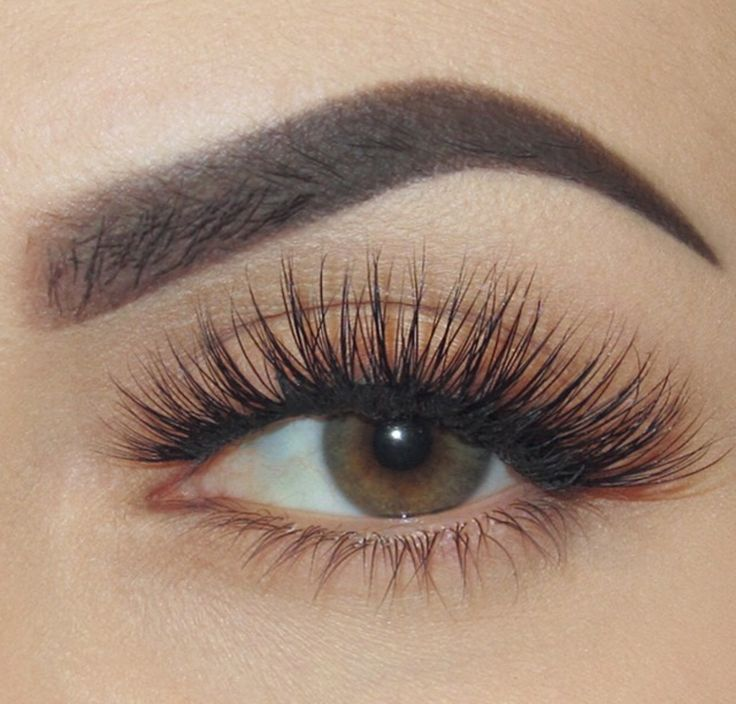 Eyelash extentions // Pinned by andathousandwords.com