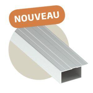 La lambourde en aluminium est une alternative à la lambourde en bois.  Elle propose une solution structurelle et permet une pose sur plots durable.