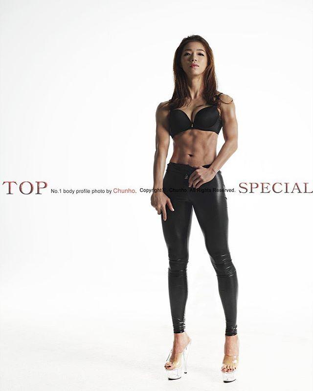 Z#탑스페셜스튜디오 #천호작가 #보디빌딩 #보디빌더 #바디프로필 #bodyprofile #bodybuilding #머슬앤피트니스 #musclenfitness #닭가슴살은굿닥 #토로짐 #bodybuilder #운스타그램#헬스타그램 #모델화보#휘트니스#fitness#근육#헬스#다이어트#화보#쿨가이#세미누드#머슬매니아#muscle#diet#coolguy Model #박혜인 추천 : #조승현트레이너 #탑스페셜스튜디오 : #천호작가 국내 최대규모 최대컨셉 층고6m 쾌적한 1층 최고의 선수와 트레이너 일반인을 위한 바디프로필 전문 스튜디오입니다. 파워렉 케이블크로스오버 각종 덤벨 바벨 벤치 각종소도구 소품 바이크2대 샤워컨셉 허머h2촬영 대형타이어컨셉 촬영문의 카톡: #topspecial Photo by Chun-Ho