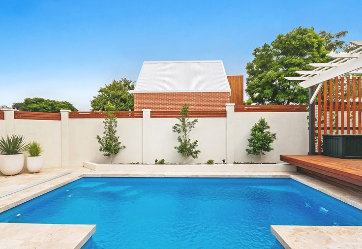 VogueWall pool boundary with 400mm aluminium slats and texture rendered finish