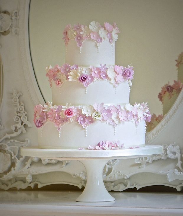 (Picture: Cake Maison) Laser-cut, non-frilled flowers
