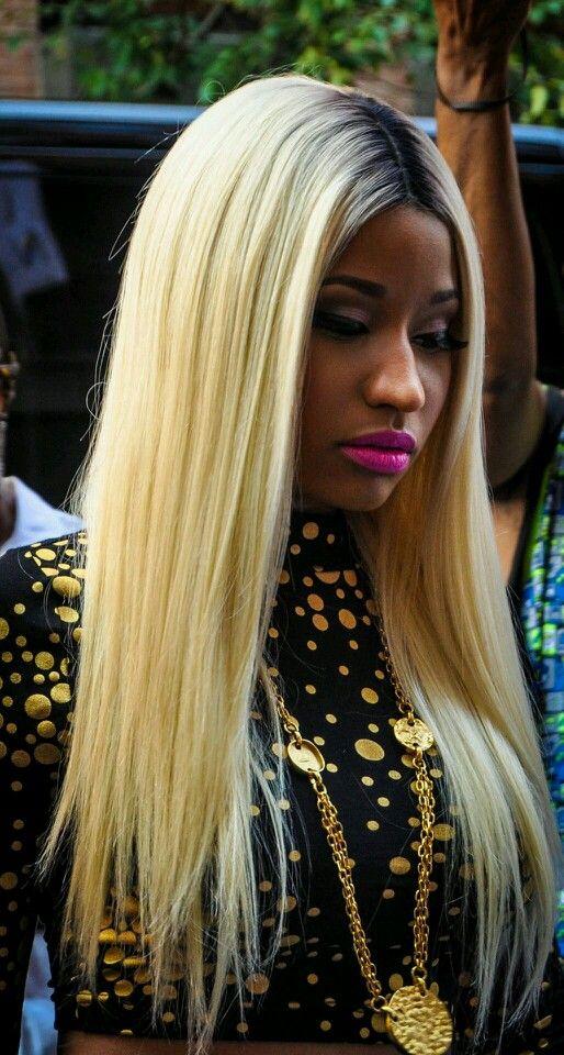 Nicki Minaj or Lil' Kim? https://itunes.apple.com/us/album/anaconda-single/id903120132?uo=4&at=1l3vpsq