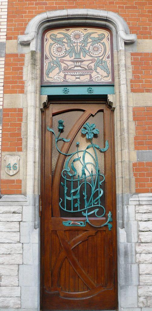 Bruxelles art nouveau (Belgique), 42, 44, 46 rue de Belle-Vue, ensemble de trois maisons conçues par l'architecte Ernest Blérot, les nos 42 et 44 pour un même commanditaire en 1899, le no 46 pour l'architecte lui-même en 1897.   Flickr - Photo Sharing!
