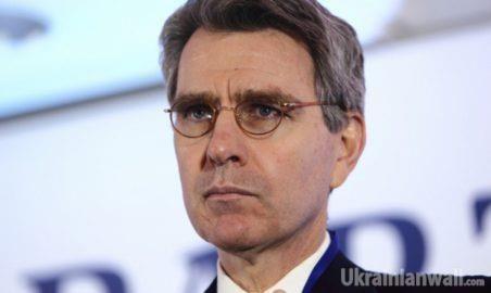 Пайетт призвал Украину не втягиваться в «пропагандистские игры» с Россией http://ukrainianwall.com/ukraine/pajett-prizval-ukrainu-ne-vtyagivatsya-v-propagandistskie-igry-s-rossiej/  Посол США в Украине Джеффри Пайетт призвал украинские медиа отказаться от «соблазна» использования инструментов пропаганды в борьбе с дезинформацией российских СМИ. По его словам, лучшим средством борьбы с российской пропагандой