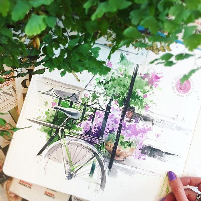 This time in Holland is absolutely colorful! Here all streets are in blossom. And I sketched one of 20 millions Holland bicycles. 💜🌿🚲 Представьте себе этот бешеный коктейль из велосипедов (бирюзовых!), красивой архитектуры (фонари и солнечная готика), свежей зелени (оттенок лайма), сотен гортензий, тюльпанов и гиацинтов, (фиолетовые поля!) и... самое главное цветущей глицинии и сирени! Бедное мое сердце;) P.S. А ещё забыла синее небо, блики на волнах и корабли...