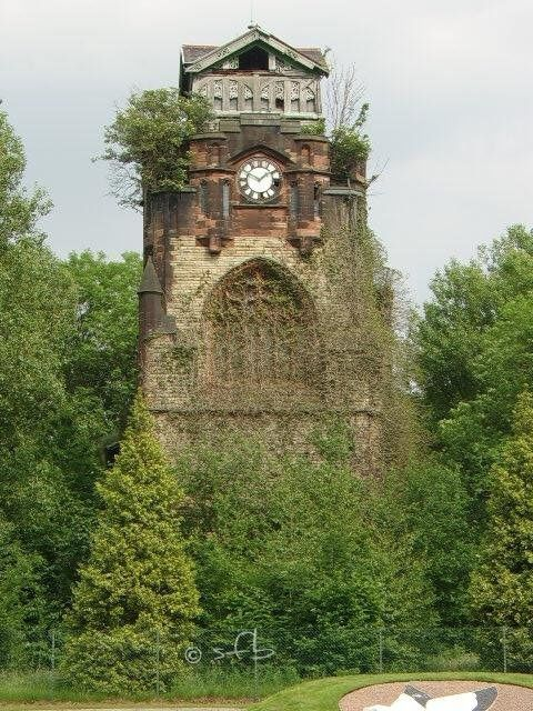 Beautiful, but abandoned. The cemetery church in Agecroft, Prestwick (England)
