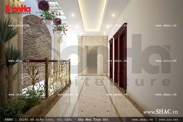 Không gian hành lang phía sau lấy ánh sáng tự nhiên, đẹp nhẹ nhàng với giàn hoa nhiều màu sắc