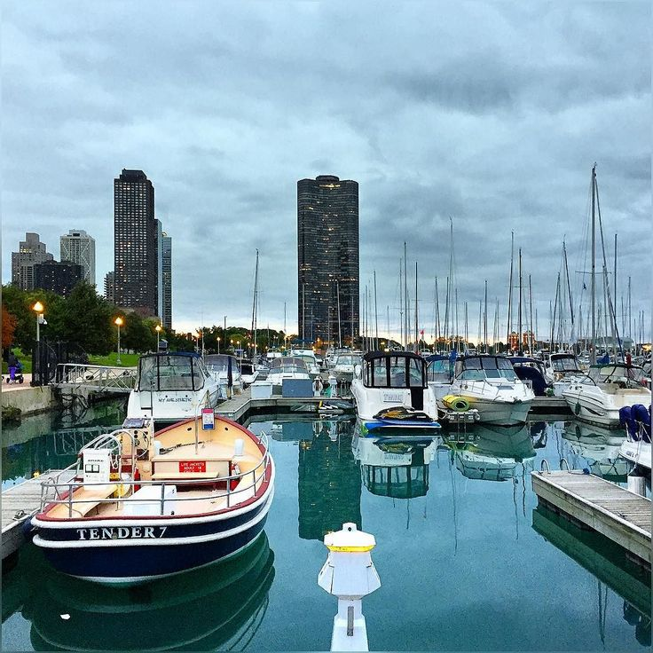 I think Chicago took it on his heart that I left this town ;) Weather is the same (grumpy and gray) from past 3 days and predicted to remain the same for next 10-15 days ;) #Chicago #Gray #Weather #Forecast #LakeMichigan #DuSableHarbor #ChicagoLakeFront #Lakefront #BlueWater #October2016 #HappyMonday