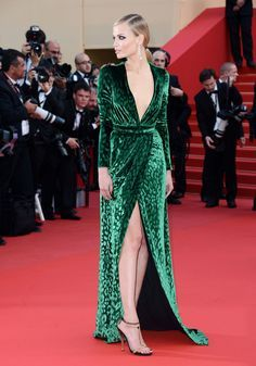 15 vestidos de veludo das famosas para se inspirar