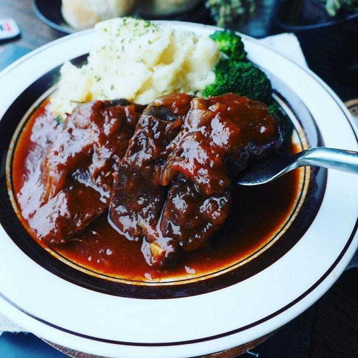 今日は贅沢にお家洋食♪濃厚柔らか牛すね肉のデミトマ煮込み♪ | しゃなママオフィシャルブログ「しゃなママとだんご3兄弟の甘いもの日記」Powered by Ameba