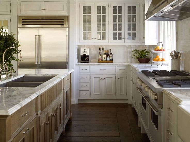 ZsaZsa Bellagio: Dreamy East Hampton Kitchen, White Kitchen Cabinets, Glass  Upper Kitchen Cabinet