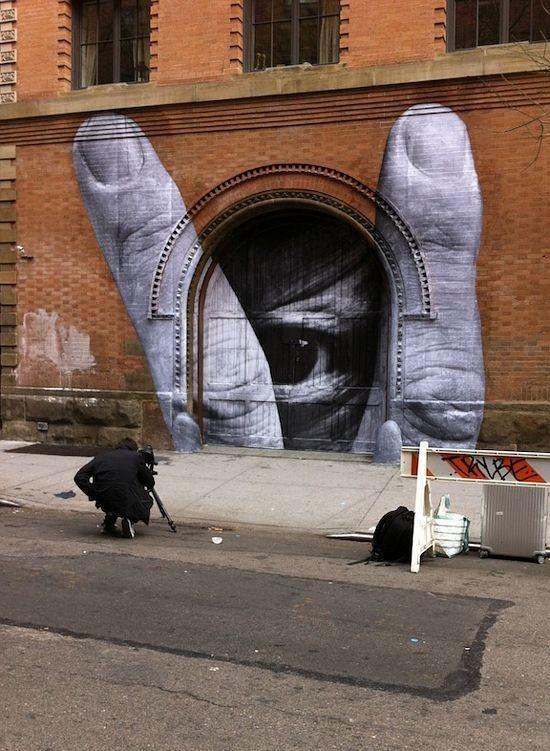 JR Artist & Liu Bolin  www.ideafixa.com