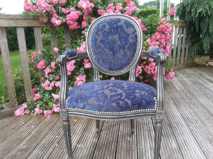 Best 25 fauteuil medaillon ideas on pinterest fauteuil voltaire capitonna - Deco cosy romantique ...