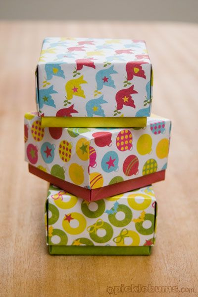 Easy Origami gift boxes -- love these for small gifts this Christmas, things like earrings, giftcards, $$, etc...    I'll save myself the headache and skip the printing; I plan to just use Christmasy scrapbooking paper.