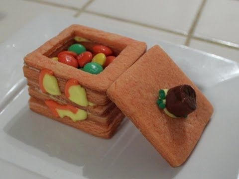 3D Minecraft jack o' lantern Cookie - Quake N Bake    Follow me!  Twitter - @ihascupquake  Instagram - @tiffyquake    Music - ShinyWave - https://www.youtube.com/user/xXShinyWaveXx/videos?flow=grid=0    This video will show you how:  How to make 3d cookies  How to make jack o lantern cookies  How to make a pumpkin