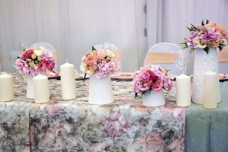 декор стола на свадьбу цветами и свечами