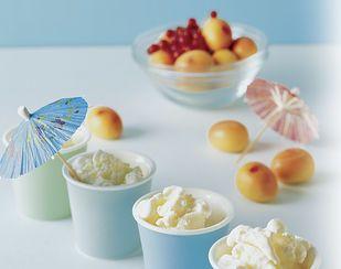 Geeistes Jogurt mit Aprikosensalat - Rezeptdatenbank - Swissmilk