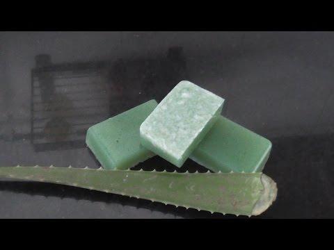 Si te gustan los cosméticos naturales, ¡no te podrás resistir a hacer este jabón de aloe vera! Aprovéchate de sus beneficios.