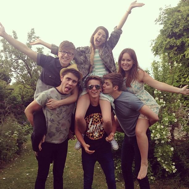 Tyler, Zoe, Tanya, Alfie, Joe, and Jim << Ahh! I Would Do Anything To be there Except On Caspars Shoulders Maybe ;) ~S