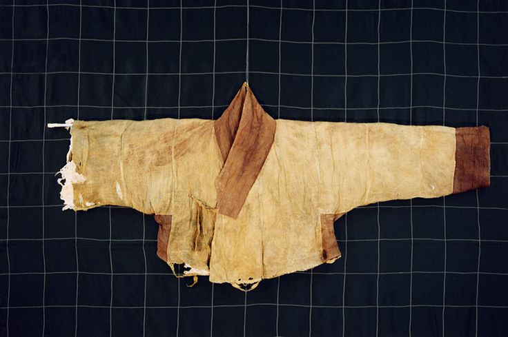 Lined cotton hoejang jeogori (Mumyeongyusamsusamhoejangjeogori). Important Folklore Cultural Heritage 217-7. From the tomb of Gim Cheom of the Andong Kim clan, and his family. Late 16th/early 17th century.