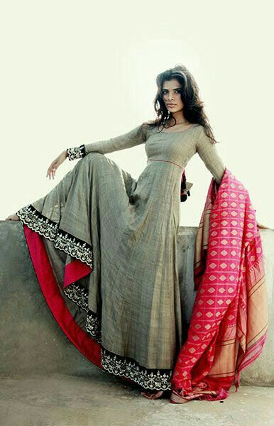 This beautiful grey anarkali suit is best to wear in indian weddings and other functions.. Love it!