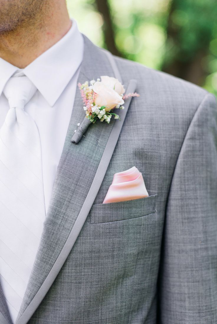 Blush pink boutonniere and pocket square for the groomsmen - so lovely . . . . . der Blog für den Gentleman - www.thegentlemanclub.de/blog