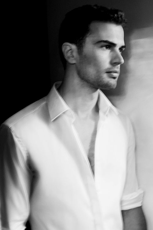 theo james oh okay i totally get this divergent thing now theo james ...
