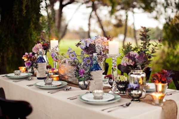 A dreamy bohemian inspired look.: Wedding Tables, Tables Sets, Theme Wedding, Dinners Parties, Glasses Bottle, Parties Tables, Bohemian Style, Tables Arrangements, Flower