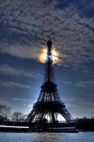 La Tour Eiffel eclipse