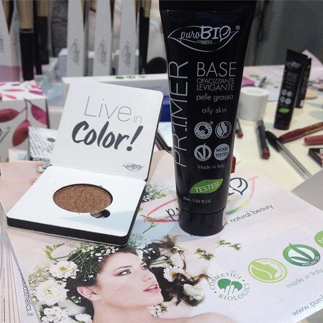 puroBIO legt ordentlich vor, junge Naturkosmetik aus Italien auf der Vivaness 2016! Wahnsinnig gut pigmentierte Lidschatten (wahh!) und einen sensationellen parfümfreien Primer für ölige Haut, bin von den Socken.  #puroBio #wow #makeup #italia #vivaness #vivaness2016 #naturkosmetik #organic #eco #beauty #news #nürnberg #february #greenbeauty #naturalbeauty