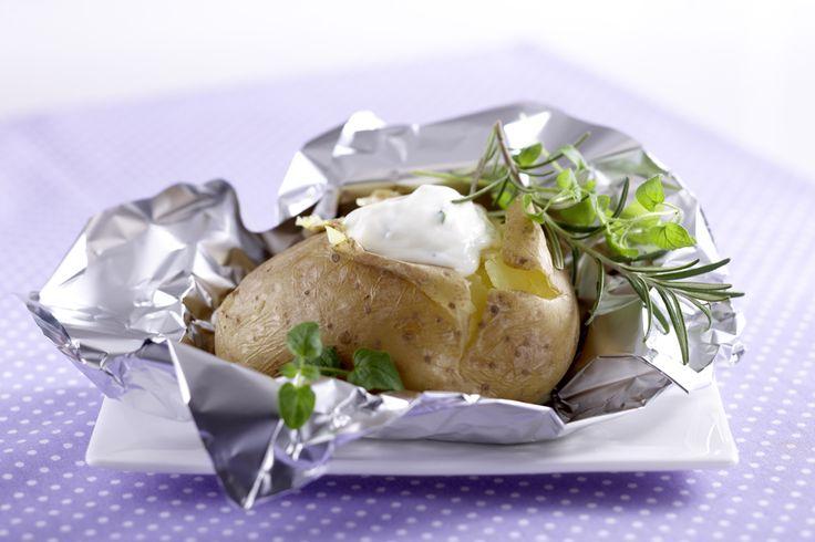 Kartoffeln mit Kräutern, in Alufolie gegrillt.