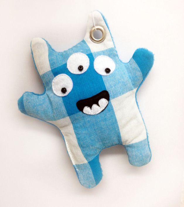 Herzlich Willkommen bei Monsterliebe!  Erik ist das perfekte Mitbringsel und Geschenk. Ob als Glücksbringer, Mutmacher, Trostpflaster, Voodoo-Püppchen oder Schutzengel: das kleine Monster ist ein...
