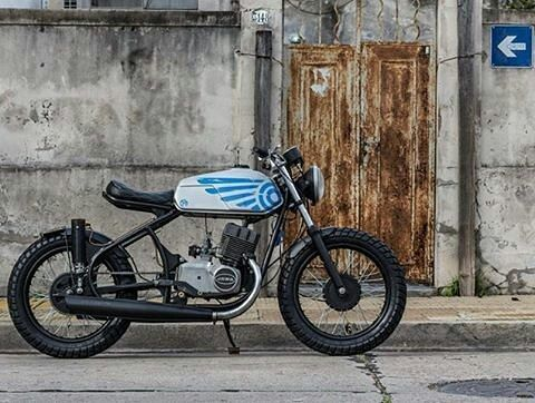 Jawa 350cc Cafe?  What's your take?  Photo courtesy of @contrapatadamotos  More photos on - http://ift.tt/1MOOLiU (Link in Profile) | #jawa | #jawamotorcycles.com | #idealjawa| #2stroke | #chrome | #Cz | #biker | #motorcycles | #imtheindianbiker | #yezdi | #yjoci | #retro | #czech | #vintage | #vintagestyle |#india | #motorbike | #caferacer | #bikeporn | #instamotogallery | #dirt | #bike | #picoftheday | #gopro | #motocross | #motorcycleyard |