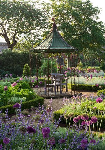 Never a borrower or lender be is never true of Gardeners.Notice the importance of the borrowed landscape of shapely trees. This Garden & its background are mutually Generous & compatible. . lovely Victorian style garden