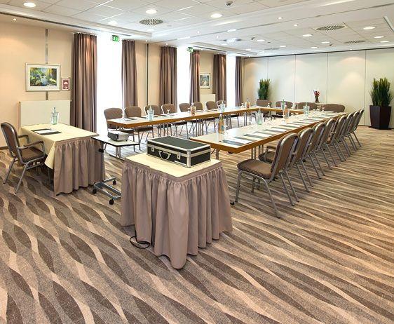Das PhiLeRo Hotel Köln ist das perfekte Tagungshotel in Köln und bietet Seminarräume bis zu 90 Personen. Kaffeepausen sind im Sommer auch auf der Terrasse möglich.