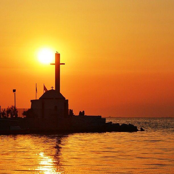 Sunset by Agios Nikolaos Chapel at Kalamaria coast. (Walking Thessaloniki, Route 18 - Kalamaria)