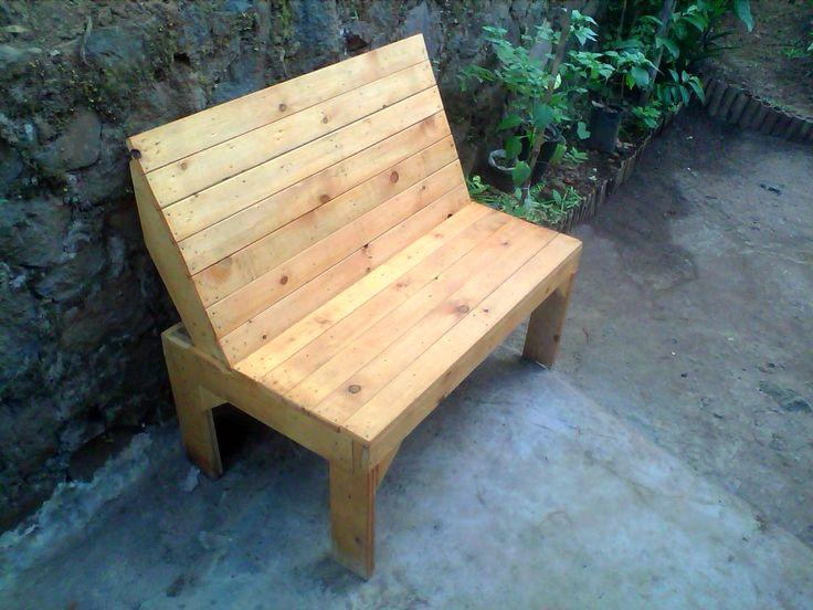 Pallet Garden Bench With Teak Wood Stain Finish 1001 Pallets Pallet Garden Benches Staining Wood Pallet Diy